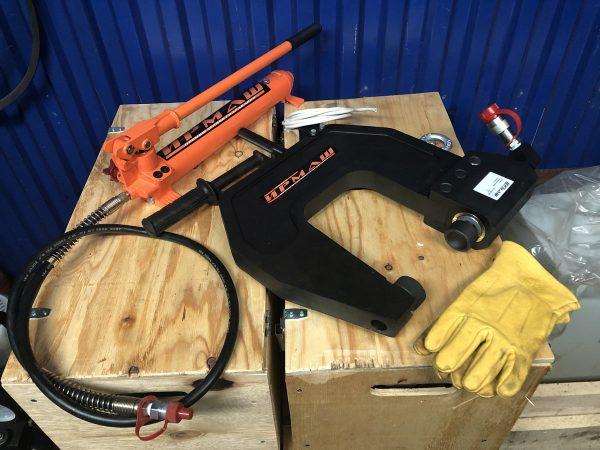 Клепатор (гидроскоба) для рам газели и других легких грузовиков в комплекте с ручным гидравлическим насосом (НРГ)