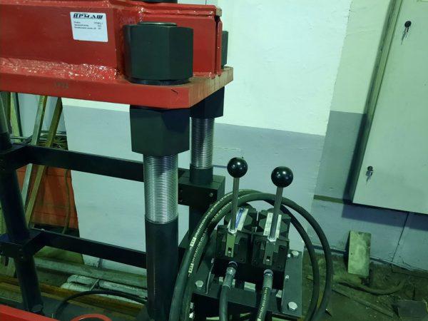 Установка для сборки и разборки поглощающих аппаратов железнодорожных вагонов (УРПФА-3)