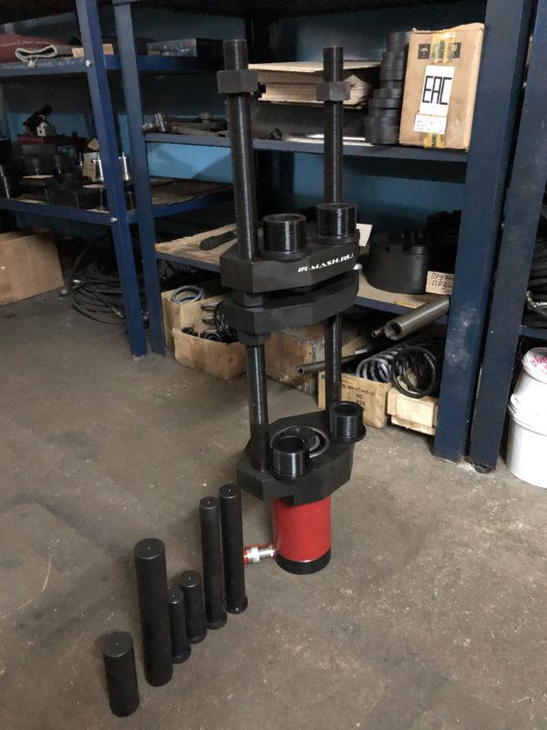 Выпрессовщик пальцев гусеничных цепей гидравлический (ВП50П150)